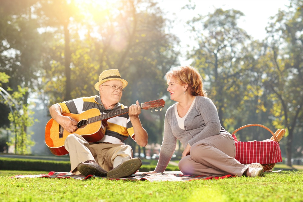 4 ways music therapy is a hit with seniors